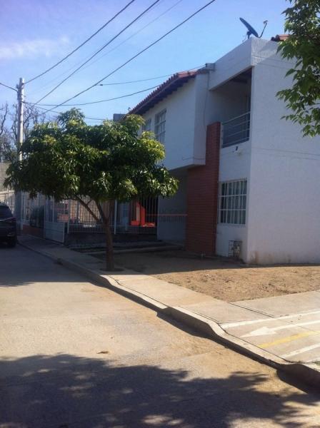 HERMOSA CASA EN ZONA COMERCIAL