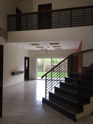 VENDO RESIDENCIAL CUMBRES DE CUSCATLAN, PRIVADO, cochera 5 carros, tiene 450 mts2 de construccion y 730 v2 de terreno, estudio con baño completo, sala, comedor, cocina co