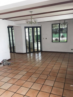 ALQUILO CASA RESIDENCIAL ALCAZAR MADRESELVA, PRIVADO, cochera techada 2 carros, sala, comedor, cocina con pantries, terraza, jardin, sala familiar, 3 habitaciones, precio