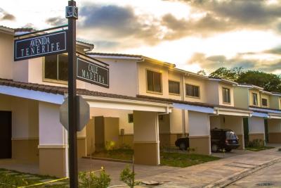 En Renta Exclusiva Casa Esquina en Condominio Puerta La Palma