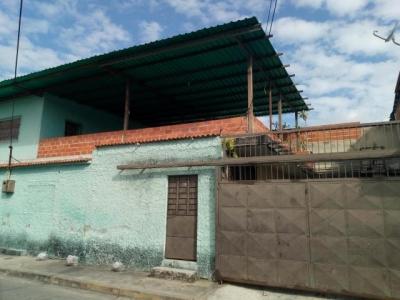 Casa  En Maracay - La Coromoto Código FLEX: 19-8962 DF