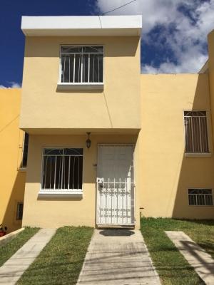 Vendo casa 2 niveles en Villas de Fatima, cerca de las Americas