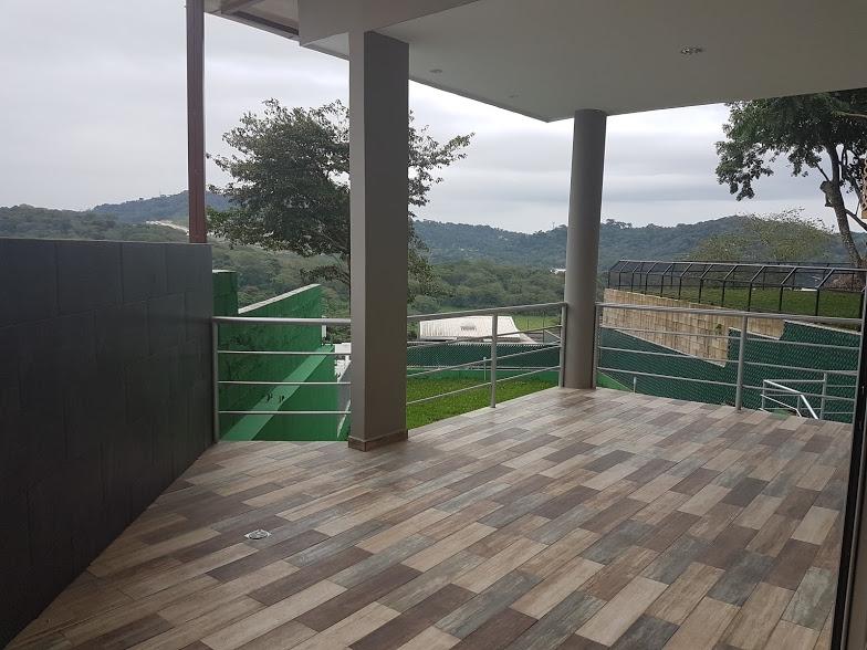 ALQUILER O VENTA CASA LA FLORIDA, NUEVA A ESTRENAR, PRIVADO, tiene 720v2 de terreno y 320mt2 de construcción, Sala, comedor, Cocina Full granito, 4 habitaciones todas con
