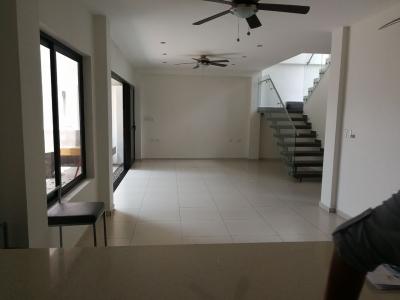 VENDO CASA RESIDENCIAL LA FLORIDA, PRIVADO, MODERNA COMO NUEVA, terreno 400v2 y 200mts2 de construccion, 2 PLANTAS, parqueo 3 vehiculos, 2 PLANTAS: 1a planta: Sala, Comed
