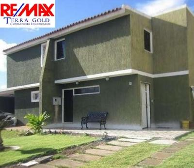 HERMOSO TOWN HOUSE CON ACABADOS DE PRIMERA