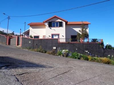 Excelente Moradia Isolada V3 em Santa Cruz