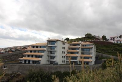 Apartamento T1 novo em Santa Cruz.