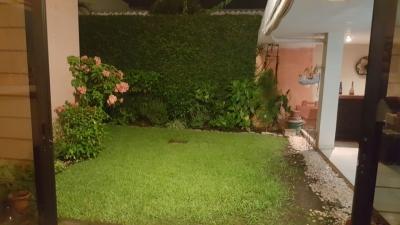 ALQUILO CASA RESIDENCIAL MIRAMAR, PRIVADO, 1 PLANTA, casa GRANDE, cochera TECHADA 3 vehiculos, sala, comedor, cocina con pantry, jardin, TERRAZA GRANDE, area de servicio