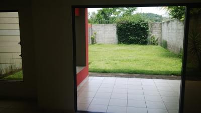 GANGA!!! VENDO CASA RESIDENCIAL MIRAMAR, 2 PLANTA, GRANDE DE 2 PLANTAS, terreno 400 v2, construccion 160 mts2, 1° planta: Cochera 3 vehiculos, baño social, sala, comedor,