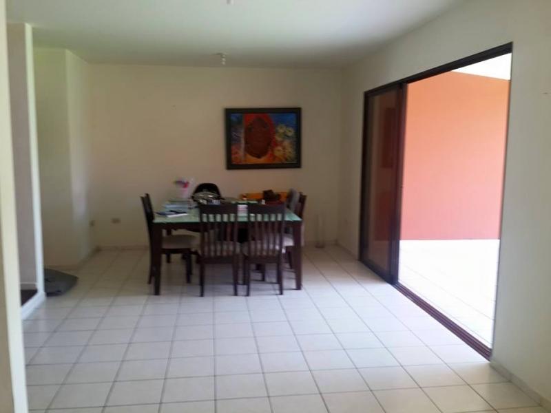 ALQUILO RESIDENCIAL MIRAMAR, PRIVADO, SAN JOSE VILLANUEVA, 2 plantas, cochera 2 carros, sala, comedor, cocina con pantry, TERRAZA, jardin grande, area de servicio complet