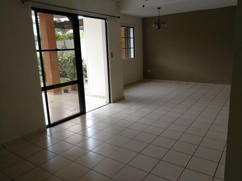 ALQUILO CASA RESIDENCIAL MIRAMAR, PRIVADA, 2 plantas, cochera techada 2 carros, sala, comedor, cocina con pantry, TERRAZA, jardin, area de servicio completa, 3 habitacion