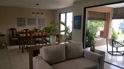 VENDO CASA MIRAMAR, 2 PLANTA, COMO NUEVA, tiene varias EXTRAS, terreno 310 v2, construccion 160 mts2, 1° planta: Cochera 2 vehiculos, baño social, sala, comedor, cocina c