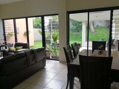 GANGA!! VENDO CASA RESIDENCIAL MIRAMAR, PRIVADO, 1 PLANTA, terreno 500 V2 y 200 mts2 de construcción, 3 vehiculos, sala, comedor, cocina con pantries, terraza, jardin GRA