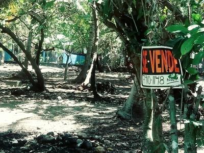 Terreno en el km 73 del Bulevar Costa del Sol, Playa El Zapote, del lado del estero.