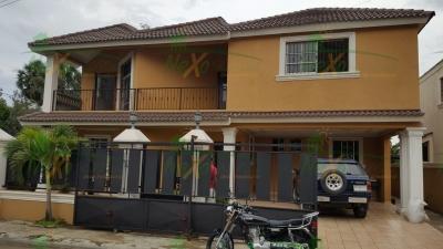 Amplia Casa en Gurabo