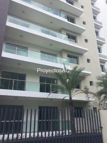 Apartamento en torre con piscina  en La Esmeralda