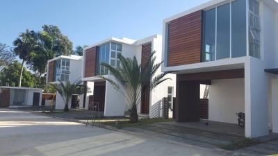 Casa en proyecto cerrado con terminación de primera