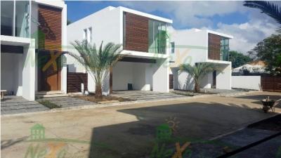 Moderna Casa Nueva en Las Carmelitas Santiago