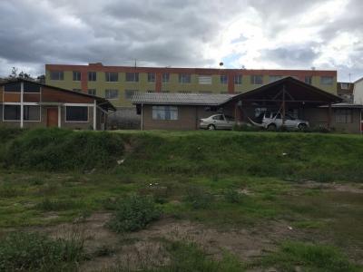 Terreno 2500 m2 con 3 construcciones