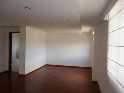 Apartamento en Arriendo, 2 dormitorios con amplia terraza - Ponceano
