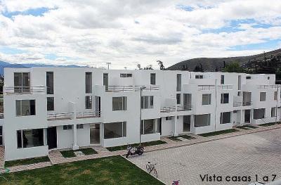 Casas nuevas en Ibarra, con hermosa vista de la Laguna de Yahuarcocha 2353232, 0997592747, 0992758548