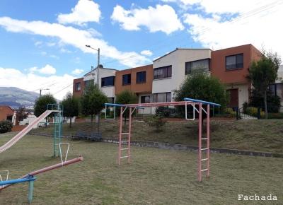 Casa en Venta en Ciudad Dos Hemisferios, Quito, Pichincha Casa Conjunto Ciudad Dos Hemisferios, 2 pisos, última etapa $85000 2353232, 0997592747, 0992758548