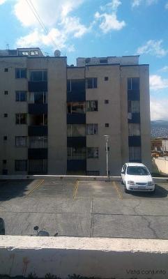 Departamento Condominio San Eduardo, sector Agua Clara, 3 dormitorios $250 Informes: 2353232, 0997592747, 0992758548