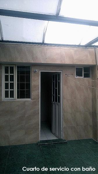 Arriendo casa England Garden, 2 pisos, 110m2 de construcción $350 Inf: 2353232,0997592747,0992758548