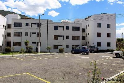 Departamento Dos Hemisferios, 3 dormitorios, tercer piso, con mejoras $57.000 Inf: 2353232, 0997592747, 0958838194
