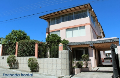 Casa Pusuqui, amplia, comprende 4 apartamentos renteros, sector John F. Kennedy  $399.000 Inf: 2353232,0997592747,0958838194