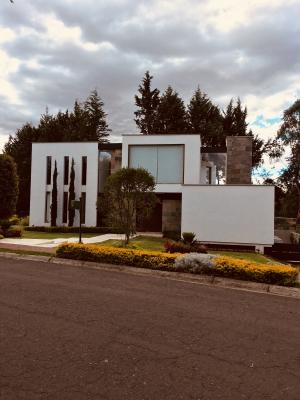 VENTA O ARRIENDO CASA DE LUJO EN ARRAYANES PUEMBO