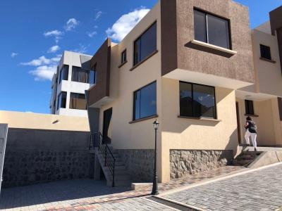 CASA SECTOR VALLE DE LOS CHILLOS (CONOCOTO)