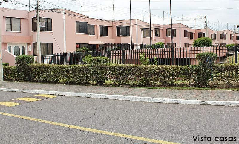 Casa de venta Dos Hemisferios, esquinera, con ampliación y mejoras,130m2 de construcción $105.000 Inf: 2353232,0997592747,0958838194