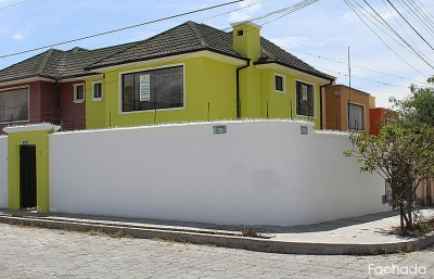Vendo casa Mitad del Mundo, sector Kartodromo, independiente, esquinera $110.000 Inf: 2353232, 0997592747, 0958838194
