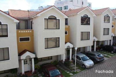 Casa de venta Quito, Club Sunset, conjunto Castellet, piscina comunal $150.000 Inf: 2353232, 0958838194