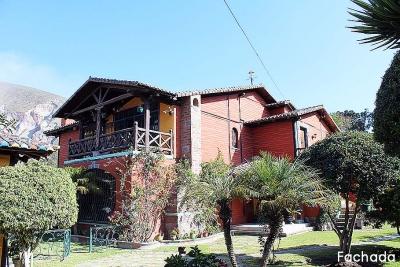 Casa la Pampa, tipo quinta, con amplios jardines, árboles frutales, 500m2 de construcción, 2.100m2 de terreno