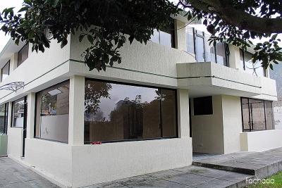 Casa La pampa, de 2 pisos, parqueadero para 3 autos, conjunto de 2 casas $350 2353232,0997592747,0958838194