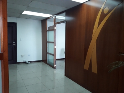 RENTO OFICINA 75m2. - EDF. PREVISORA - NNUU Y AMAZONAS