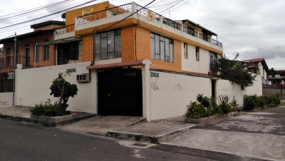 VENDO CASA RENTERA NORTE QUITO SAN PEDRO CLAVER, 3 DTPOS, 2 SUITES