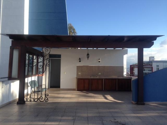 Departamento 3 habitaciones, sector Jardines del Batán. $ 300000, con terraza propia.