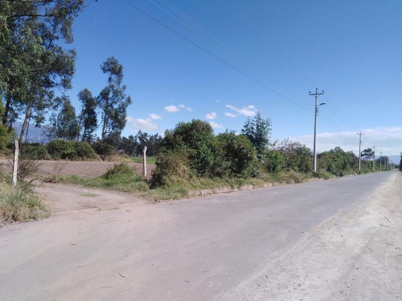 Terreno plano en Tababela Aeropuerto (2 frentes)