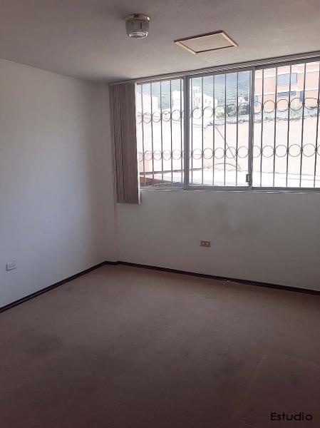 Departamento Pusuqui, de arriendo, 212m2, planta baja, patio, amplio $500 fijos. Contacto: 0958838194, 0997592747, 2353232