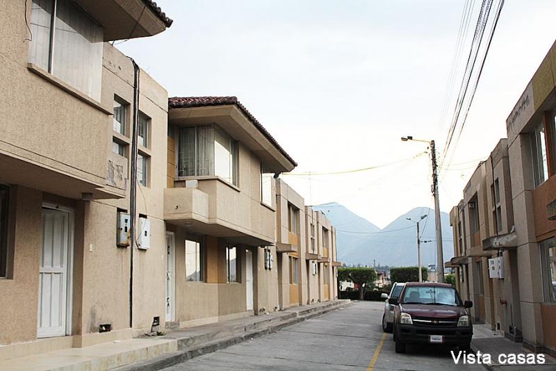Casa Ciudad del Sol, Pomasqui, con ampliación,92m2, cerca a Supermercados $55.000 Acepto Biess. Inf: 2353232, 0958838194, 0997592747