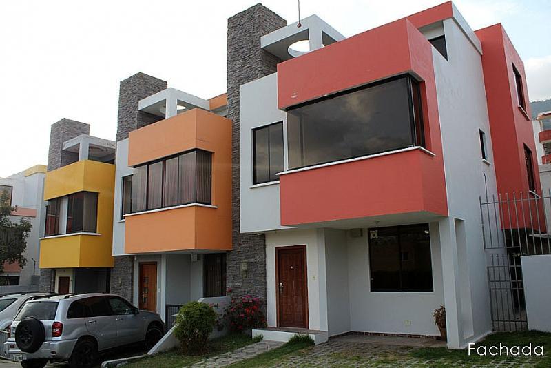 Pusuqui, conjuto Villanueva,3 pisos, terraza, 4 dormitorios, esquinera $110.000 Inf: 2353232,0958838194, 0997592747