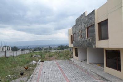 HERMOSO TERRENO DE 2350 m2 + 2 CASAS CONSTRUIDAS