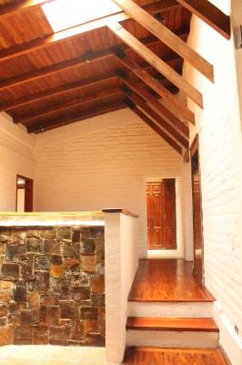 Hermosa Casa Independiente en Urb. Los Chillos con amplio terreno