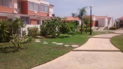 Excelente Oportunidad De Apartamento-Quinta De 44 M2,  Ubicada en Tucacas
