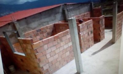 Parcela de terreno, con avances de construcción.