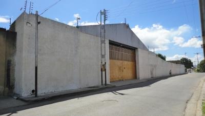WILLIAM ALVAREZ Vende Galpón y Terreno en Intercomunal Maracay-Turmero