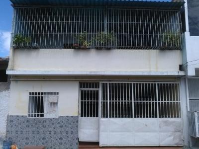 Casa de Dos Plantas con local en Urb. La Casona II